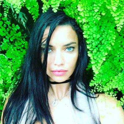 Adriana Lima Seen Kissing Mlb Star Matt Harvey After Julian