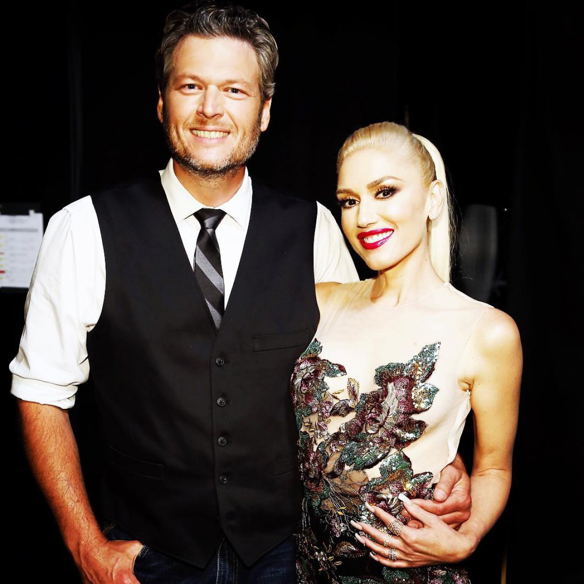 Gwen stefani denies dating blake shelton