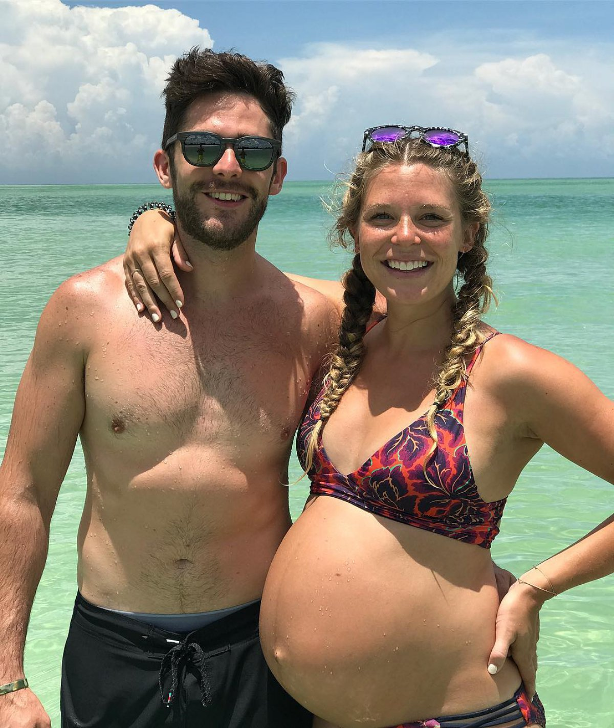 Thomas Rhett And Wife Lauren Enjoy Babymoon With Daughter -4305