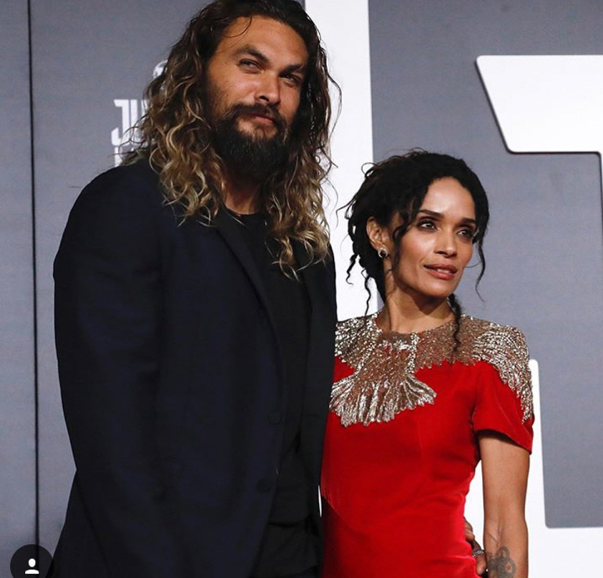 Jason Momoa Pink: Jason Momoa And Lisa Bonet Attend 'Justice League' Movie