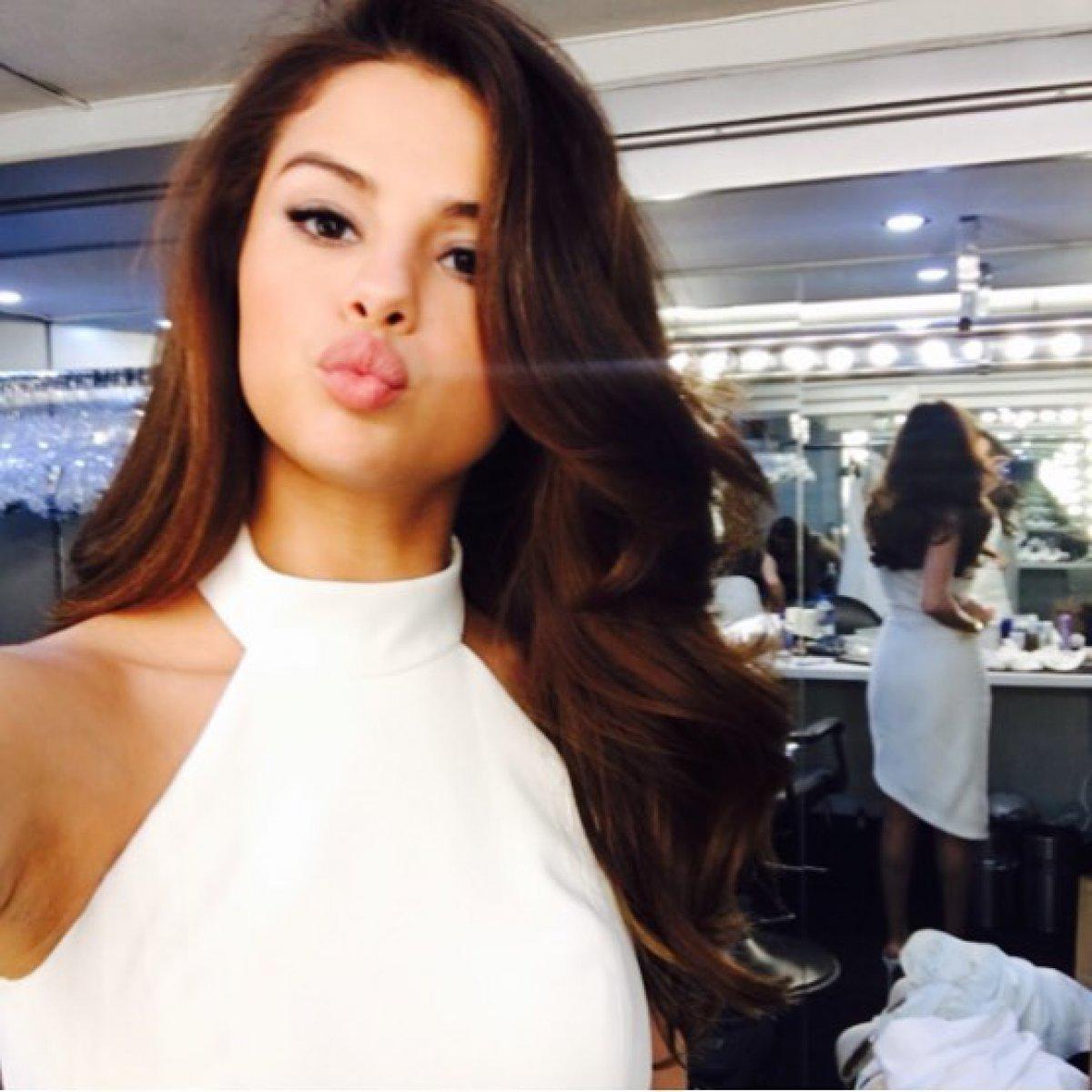 Selena Gomez Kisses Justin Bieber At His Hockey Game Reality Tv World