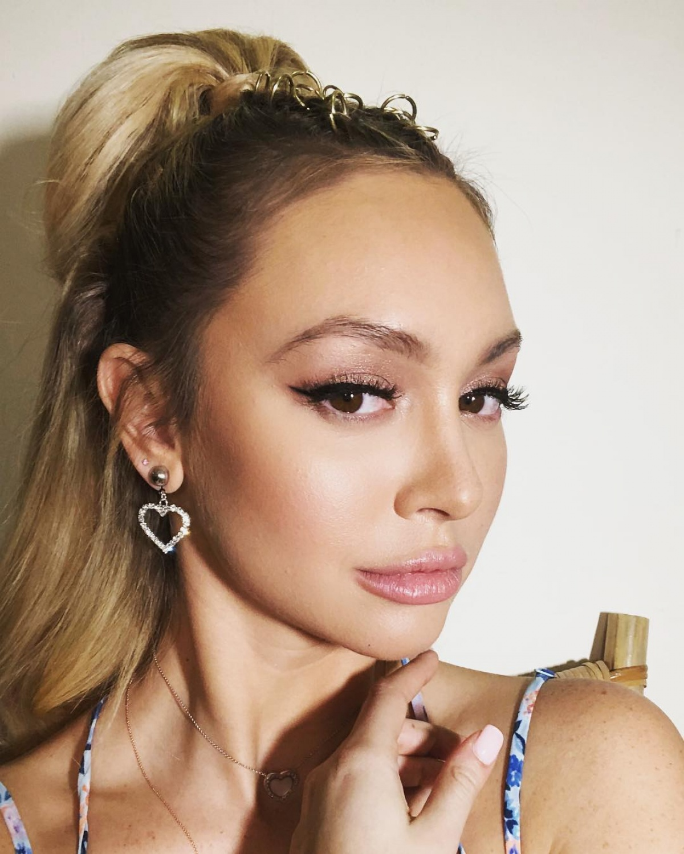 The Bachelor' bachelorette Corinne Olympios slams plastic surgery
