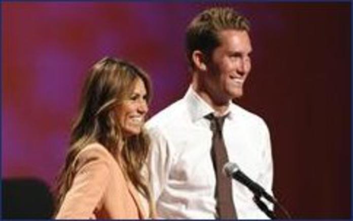 Lindsay en Kalon bachelor pad dating dating een Japanse host