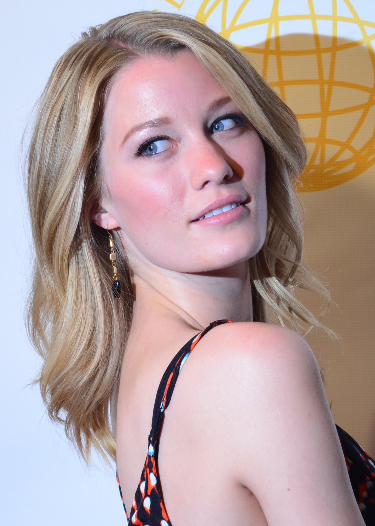 Topher Grace engaged to Ashley Hinshaw - Reality TV World