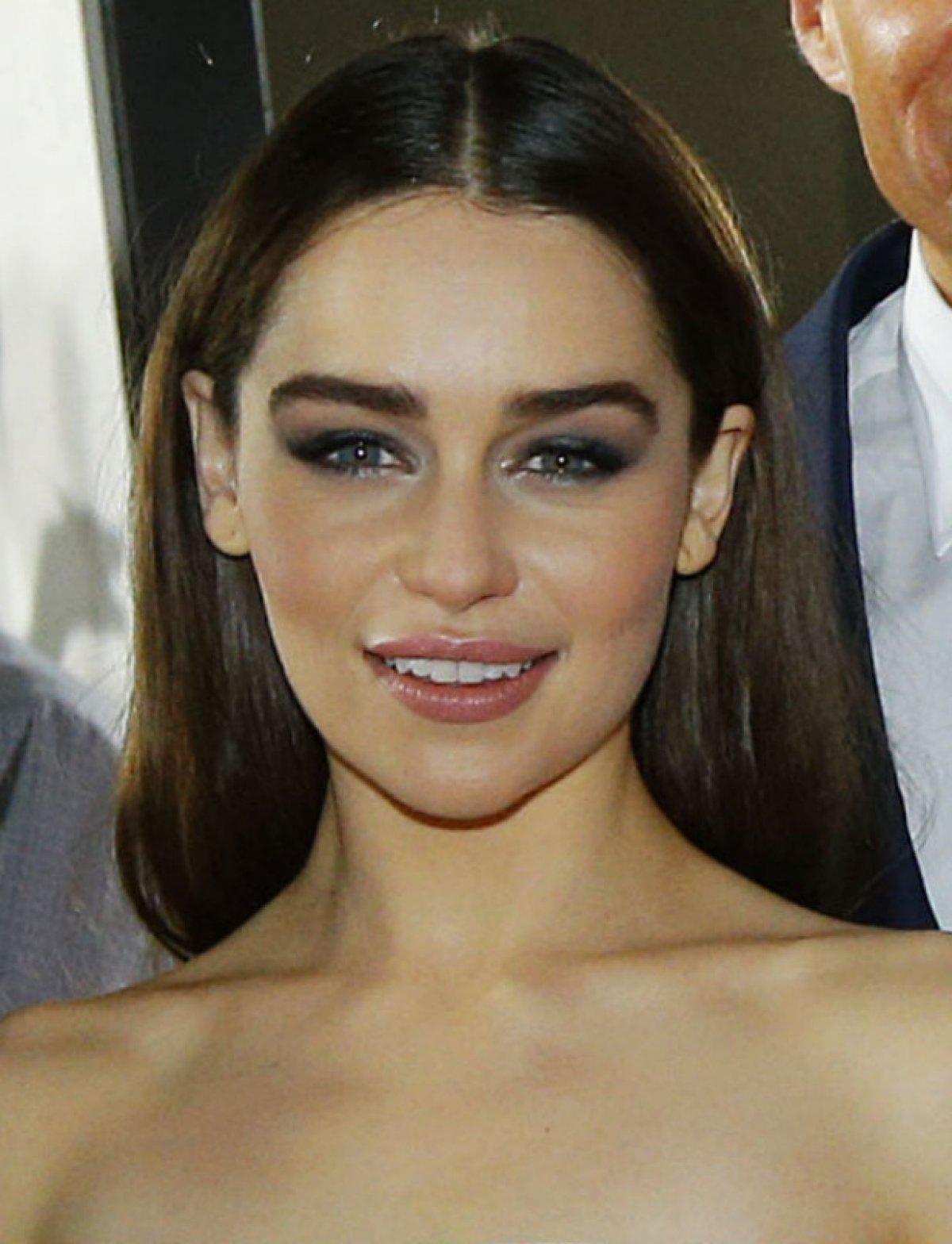 26+ Emilia Clarke Short Hair PNG